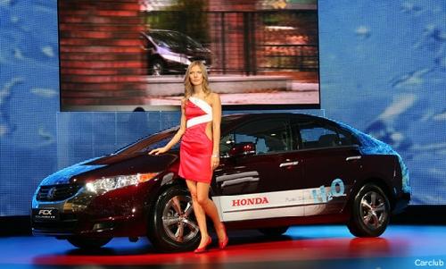 """""""Honda"""" представила в Москве полноприводный """"Crosstour"""" (фото)"""