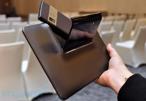 """""""Asus"""" спрячет смартфон в планшетнике (фото)"""