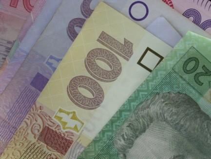Как начислять ЕСВ, если зарплата работника-сдельщика меньше минзарплаты