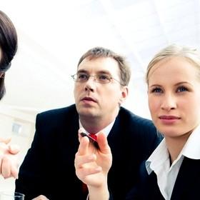 Уведомлять ли налоговиков о работнике, который временно совмещает должности?