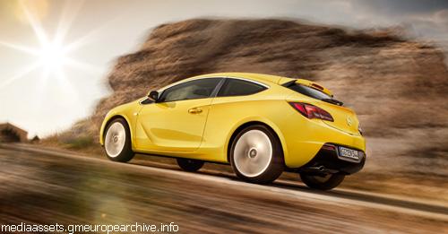 Opel рассекретил трехдверный Astra GTC