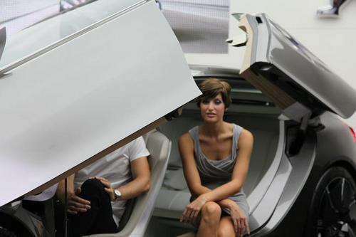 Peugeot удивил Франкфурт футуристическим HX1