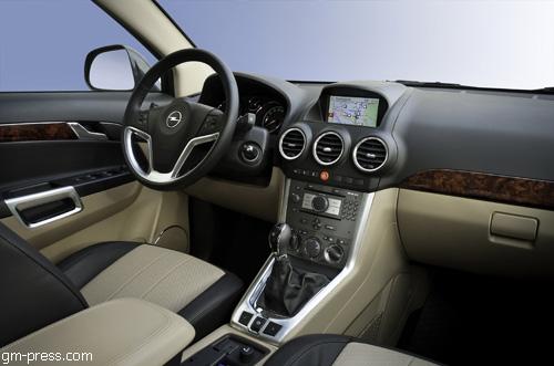 """""""Opel"""" представил обновленный """"Antara"""" 2011 года"""