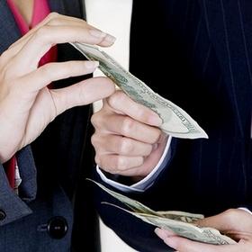 Парламент предложил установить отраслевую минимальную зарплату