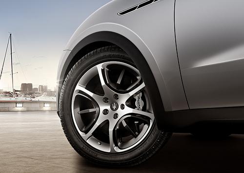 Maserati рассекретил кроссовер Kubang
