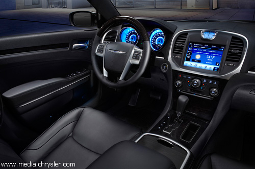 """Chrysler"" представил флагманский седан 300С"