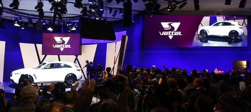 Премьера Infiniti во Франкфурте: живые фото FX Sebastian Vettel