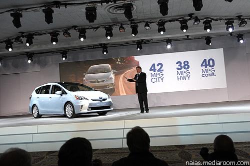 """""""Toyota"""" представила в Детройте два новых """"Prius"""""""