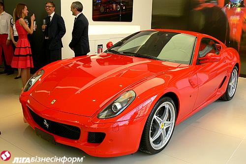 В Украине открылся первый автосалон Ferrari