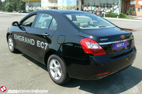Geely показала седан Emgrand EC7: подробности
