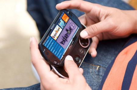 Фото гибрида смартфона и приставки PSP появились в Сети
