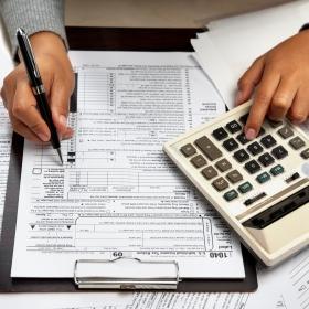 """Заполняется ли графа 1 раздела Б расчета корректировки к """"старой"""" форме налоговой накладной?"""