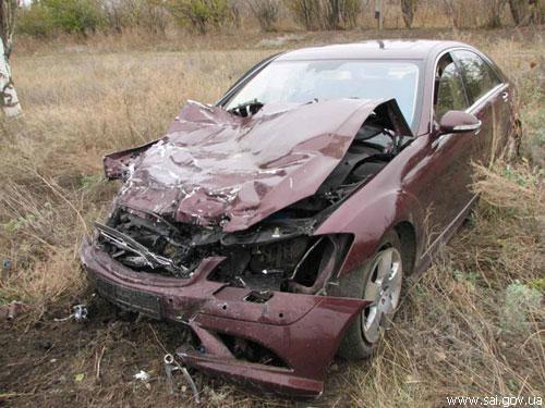 """У Запорізькій області """"Mercedes"""" розірвав """"Таврію"""" навпіл"""