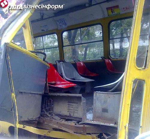 ДТП: автобус оказался сильнее трамвая
