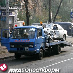 На киевских мостах дежурят эвакуаторы