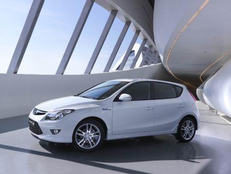 """""""Hyundai Elantra"""" и """"Hyundai i30"""" предлагаются по специальной цене"""