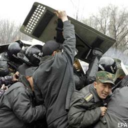 Внаслідок безпорядків у Киргизстані загинули 17 осіб
