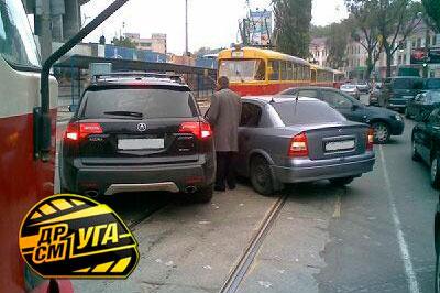 Из-за аварии на Глыбочицкой перекрыто движение трамваев