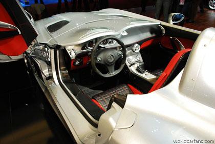 """Mercedes McLaren SLR Stirling Moss"" ворвался в Детройт"
