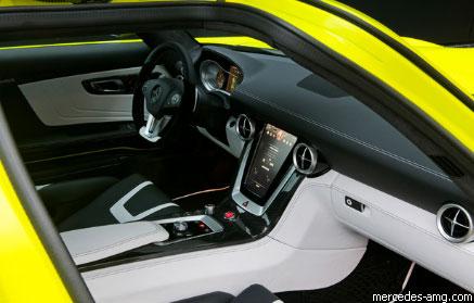 """Крылатый"" ""Mercedes"" SLS AMG стал электрическим"