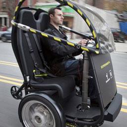 """GM и ""Segway"" создали электромобиль на двух колесах"