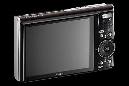 """""""Nikon"""" запустил три новых фотокамеры"""