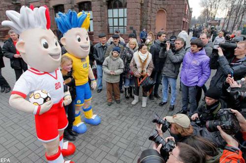 Безіменні гості: талісмани Євро-2012 колесять по Києву