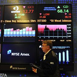 Снижение рейтинга США провоцирует волну распродаж