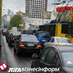 Азаров придумал, как избавиться от пробок в Киеве