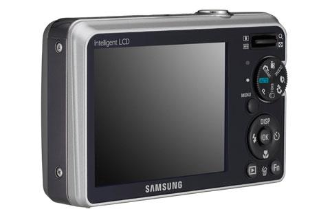 """""""Samsung"""" представил компактную камеру в металлическом корпусе"""