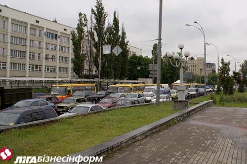 На Севастопольской площади - крупный затор