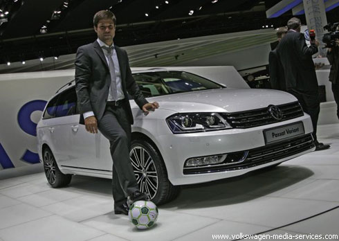 """Автошоу в Париже: мировая премьера """"Volkswagen"""" Passat"""