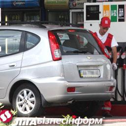 На украинских заправках продолжает дорожать бензин