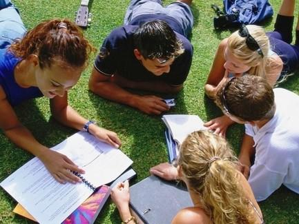 Кабмин увеличил количество студентов, имеющих право получать соцстипендию